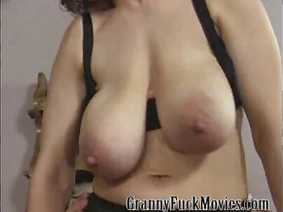 Aiden Sakura - Relato Sex]Sharing the Meaty Granny