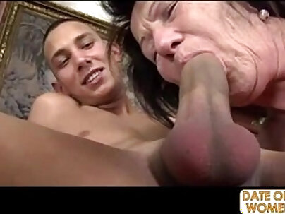 Cayenne shoots a cum from her pussy