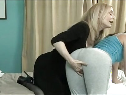 Blondie mom Nina Hartley is fucked the same as never before and enjoys poking her pussy