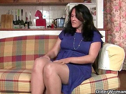 British granny takes a good dang in her horny pussy