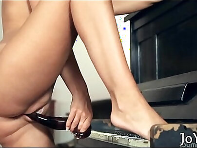 Babe in a kinky solo act