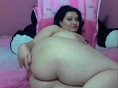 Bitchie fat guy Adam stripplaying naked on the floor