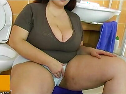 Chubby mature mother enjoy with young guy