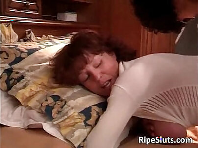 Mature babe gets round ass fucked by old guy