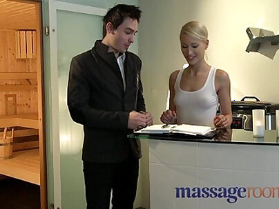 Massage turns into wet squirt
