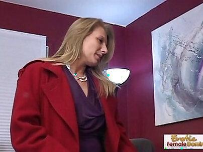 Cougar girlfriend cumsprayed without condom