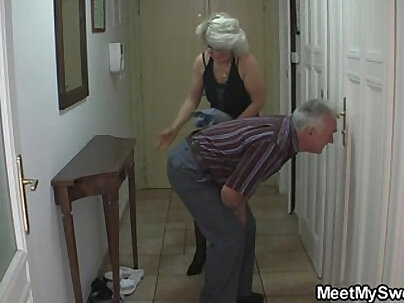 Man caught his girlfriend playing with her older mom and dad