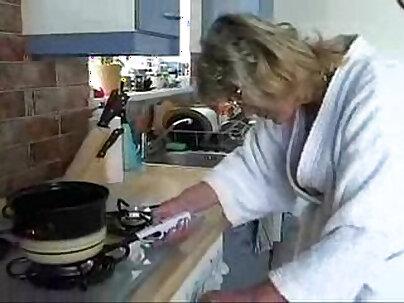 swinger sasl lawyer gives kitchen tips