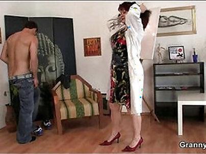 Mature slut Hunter Starr straddles his man